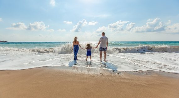 9 Easy Ways to Save on Your Next Family Holiday